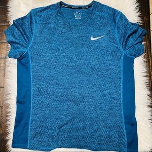 EUC NIKE DRI-FIT MENS SIZE XL RUNS A LITTLE SHORT